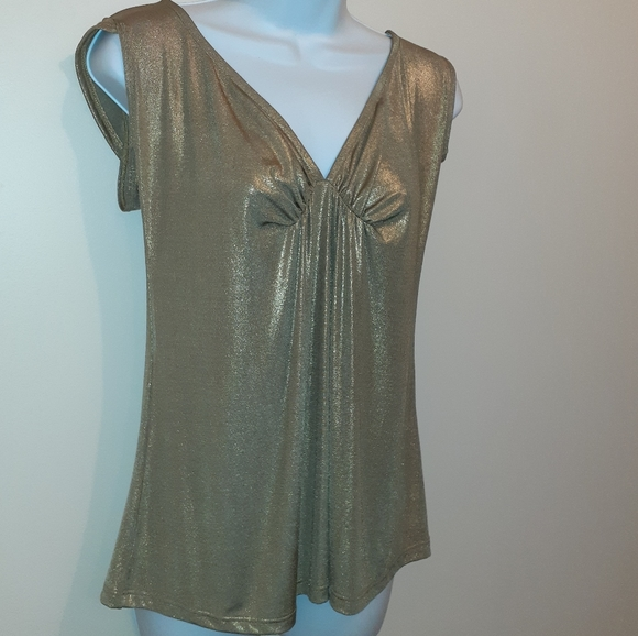 👚Bundle 3 for $25👚Gold Top by Donna. 🇨🇦 Medium